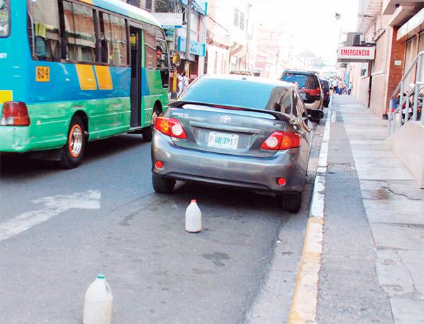 Tránsito ya puede multar mal estacionamiento sin la presencia del conductor