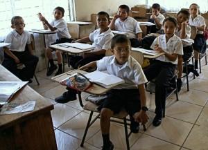 Disminuye cantidad de centros educativos cerrados por tormenta Nate