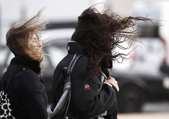 Persisten vientos fuertes en el país