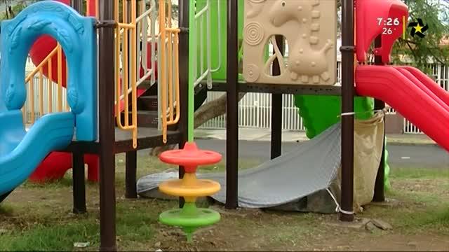 (+VIDEO) Parque infantil se convirtió en hotel para indigentes