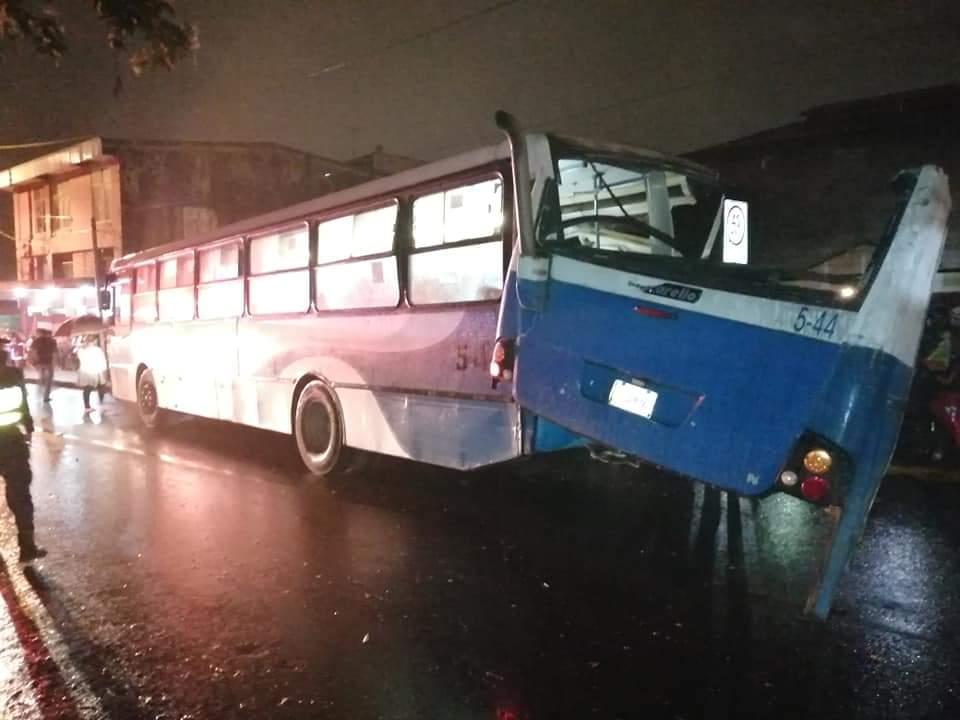 Atienden colisión entre tren yautobús en San José