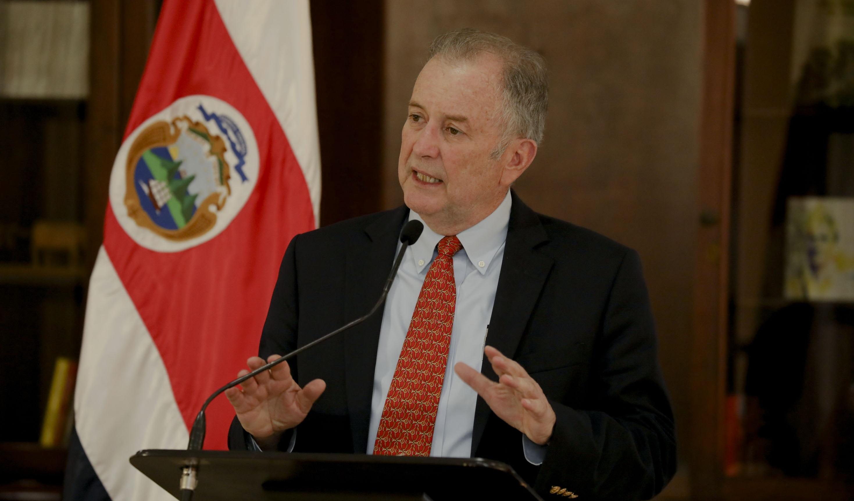 Aprueban informe que pide la destituir aOttón Solís al BCIE.