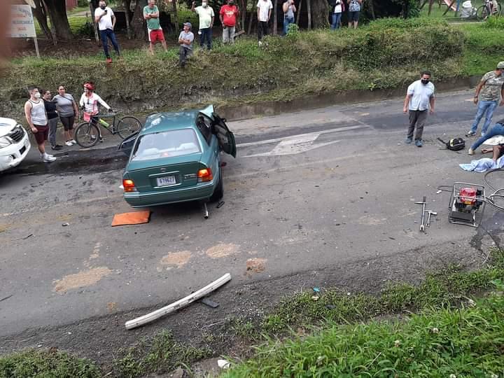 La Cruz Roja Costarricense (CRC) confirmó la atención de un accidente entre dos vehículos livianos.