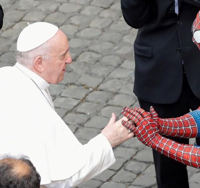 Spiderman vistitó al Papa Francisco en El Vaticano