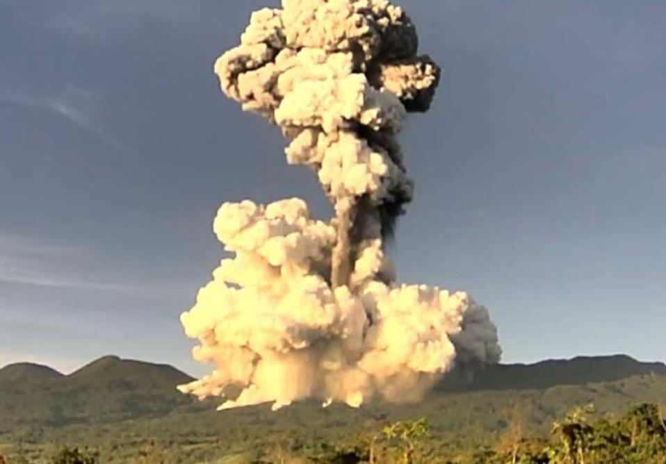 El volcán Rincón de la Vieja registró una importante erupción este lunes.