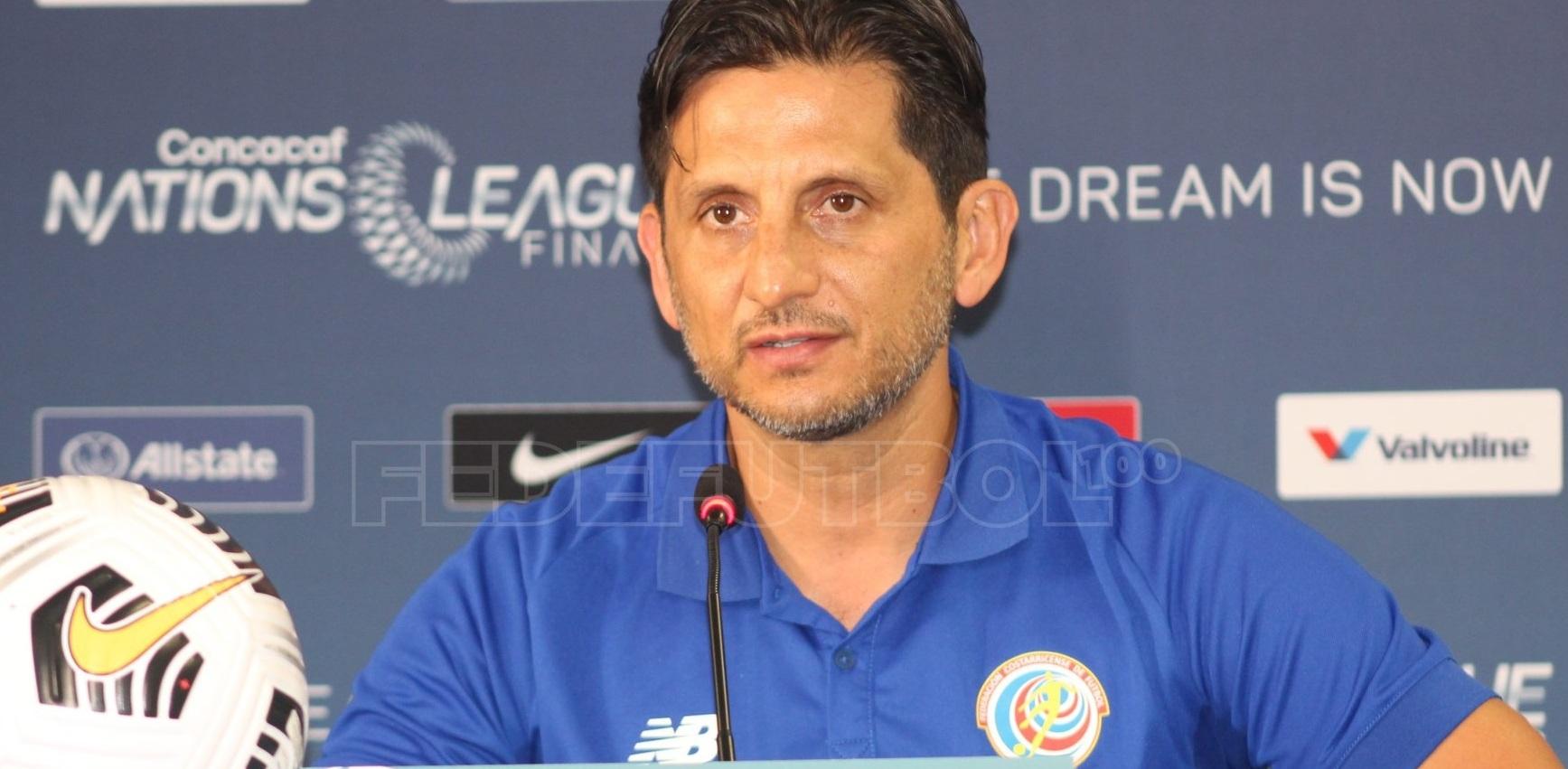 Ronald González queda fuera como director técnico de la Selección