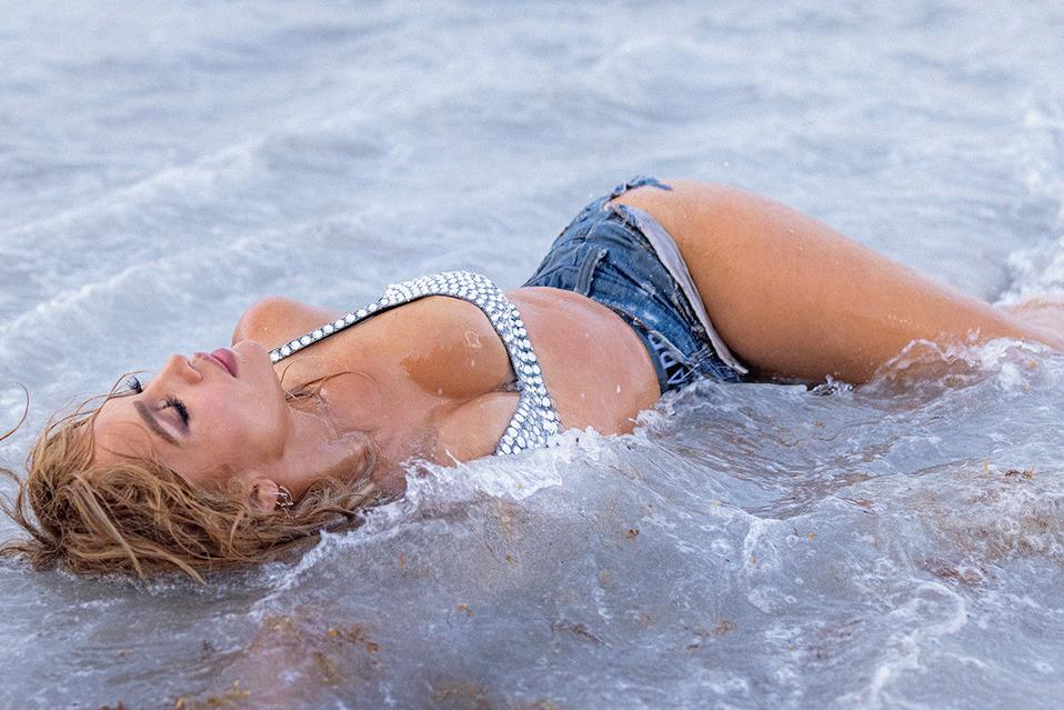 Jennifer Lopez estará al lado de Rauw Alejandro en este nuevo tema. (Foto: Sony Music)