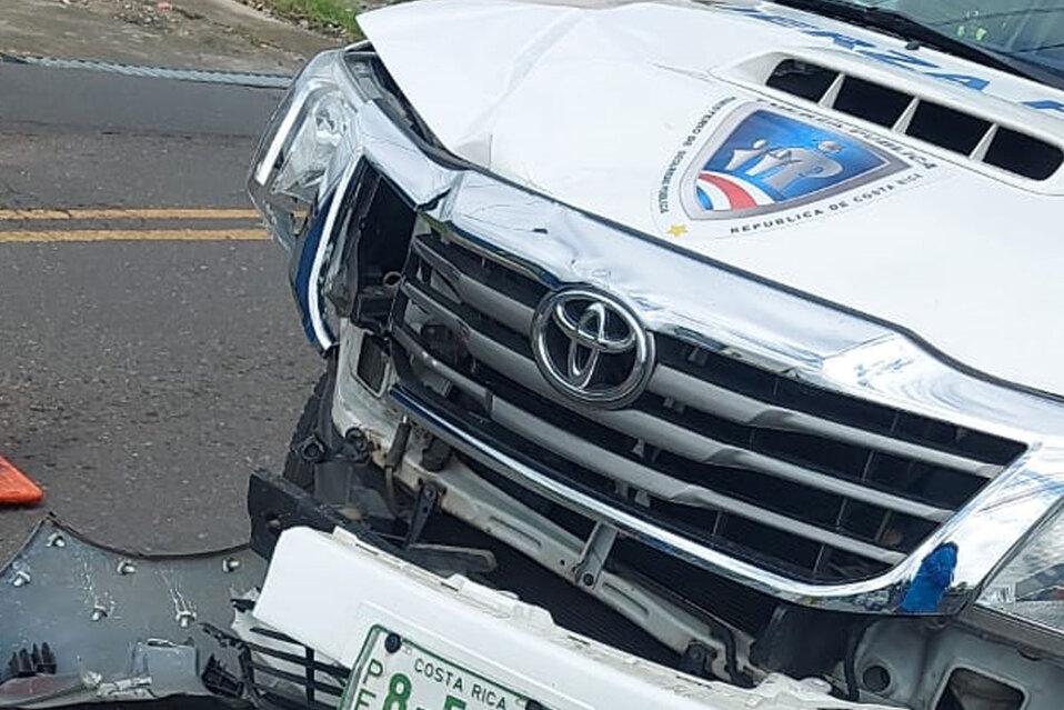 Así quedó la patrulla de la Fuerza Pública luego del accidente. (Foto: Fuerza Pública)