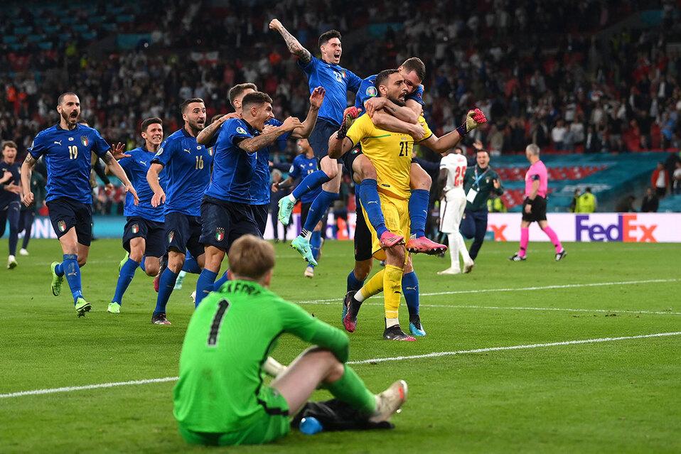 Con el portero Donnarumma como figura, los italianos se impusieron ante los ingleses.(Foto: Reuters)