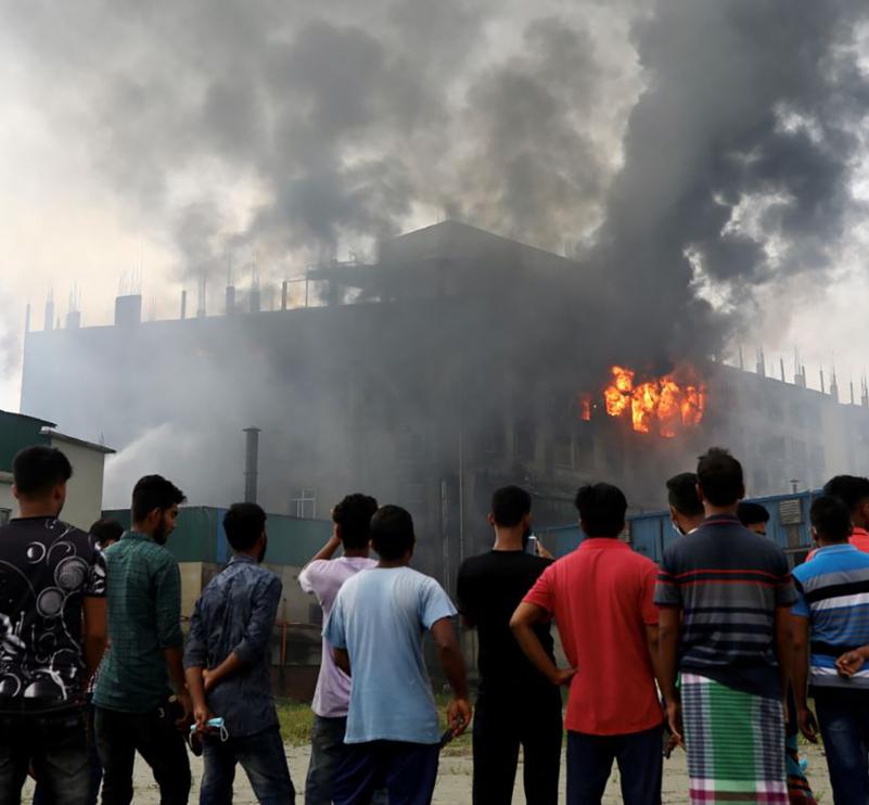 52 personas murieron en un incendio en fábrica de Bangladesh.