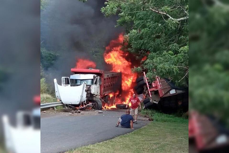 Incendio tras colisión entre vagoneta y vehículo de carga en Guanacaste