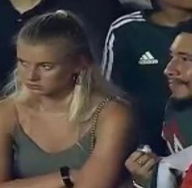 Alfredo reveló que la molestia de su novia inició antes del ingresar al estadio