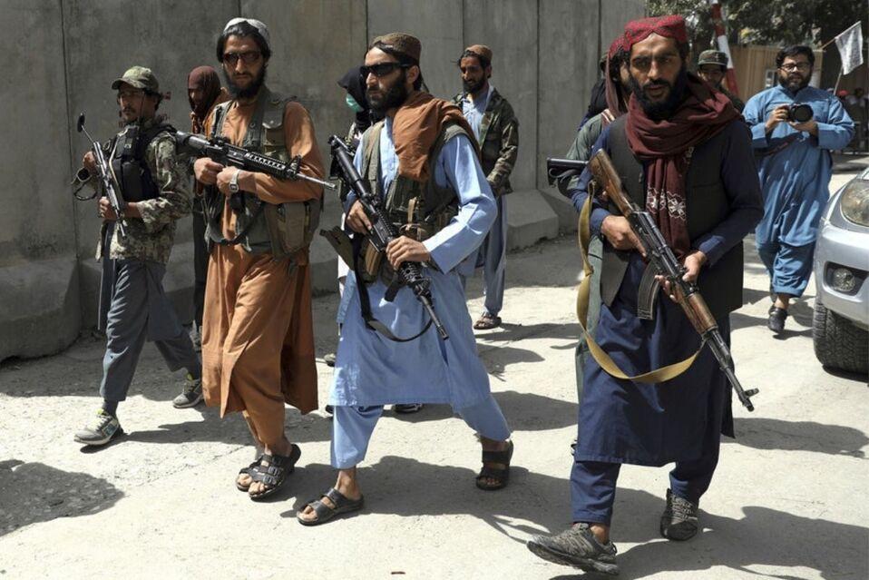 Talibanes disparan contra manifestantes pacíficos