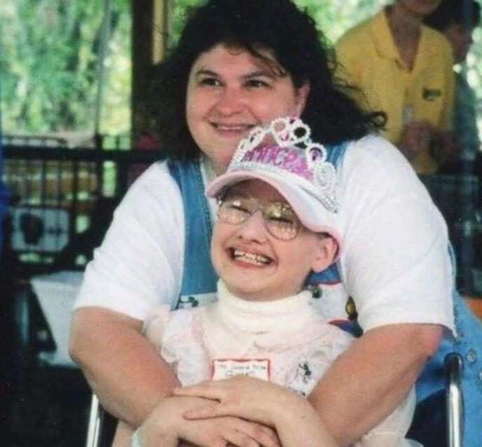 Asesina a su madre porque durante 24 años la obligó a utilizar silla de ruedas y fingir cáncer