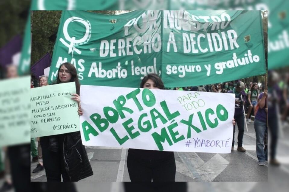 Las activistas se lanzaron a las calles a celebrar