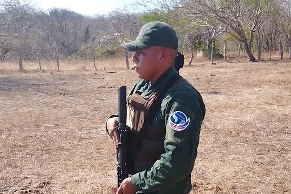 "Corrigen a Catalina Crespo por pedir que se elimine ""verde militar"" en uniformes de policías"