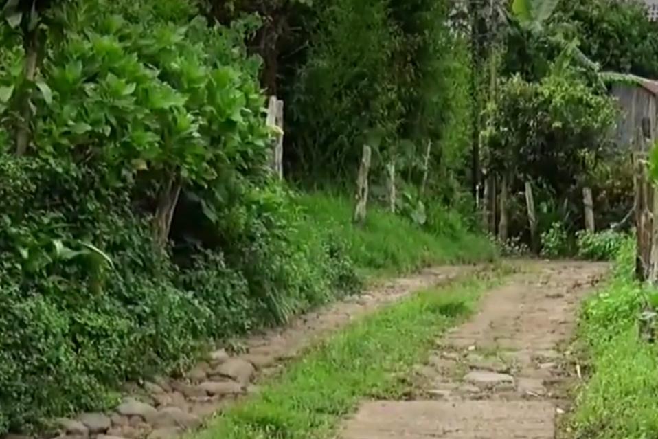 Alcalde ya solicitó presupuesto para asfaltar calle que sería propiedad privada.