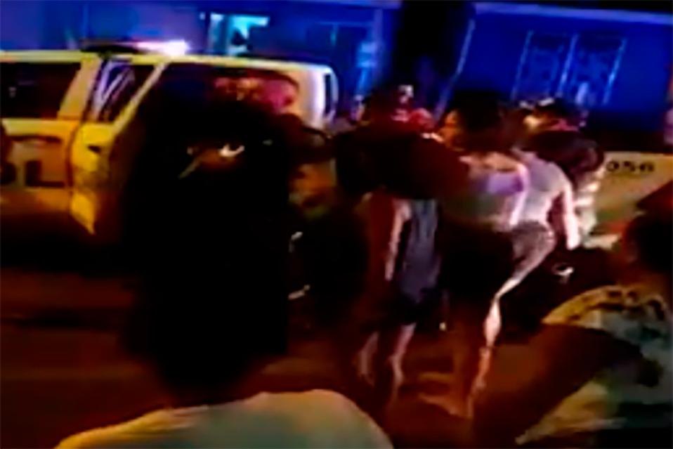 Turba agrede a policías en Guácimo