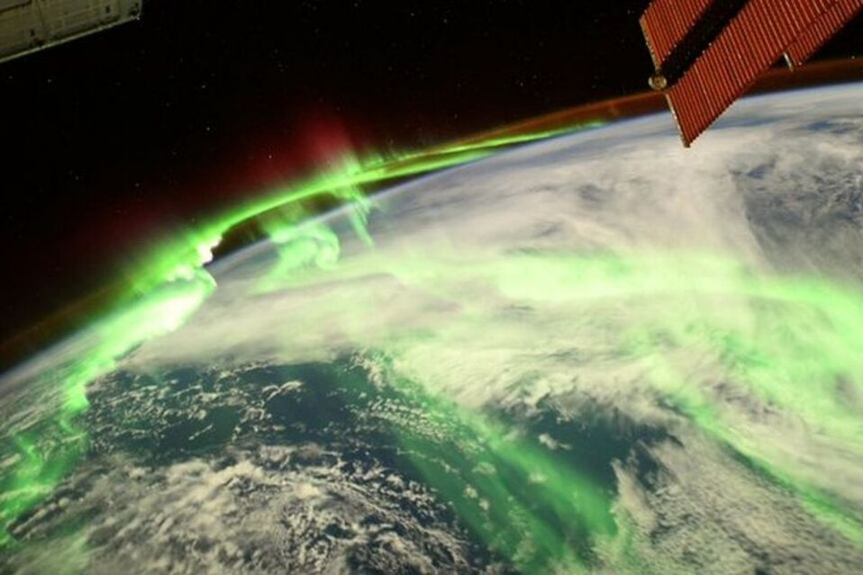 Aurora boreal captada desde el espacio