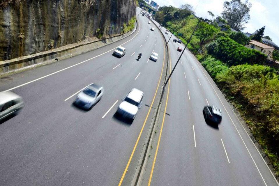 Gobierno amplía horario para la restricción vehicular sanitaria. (Foto: Globalvía / Ruta 27)