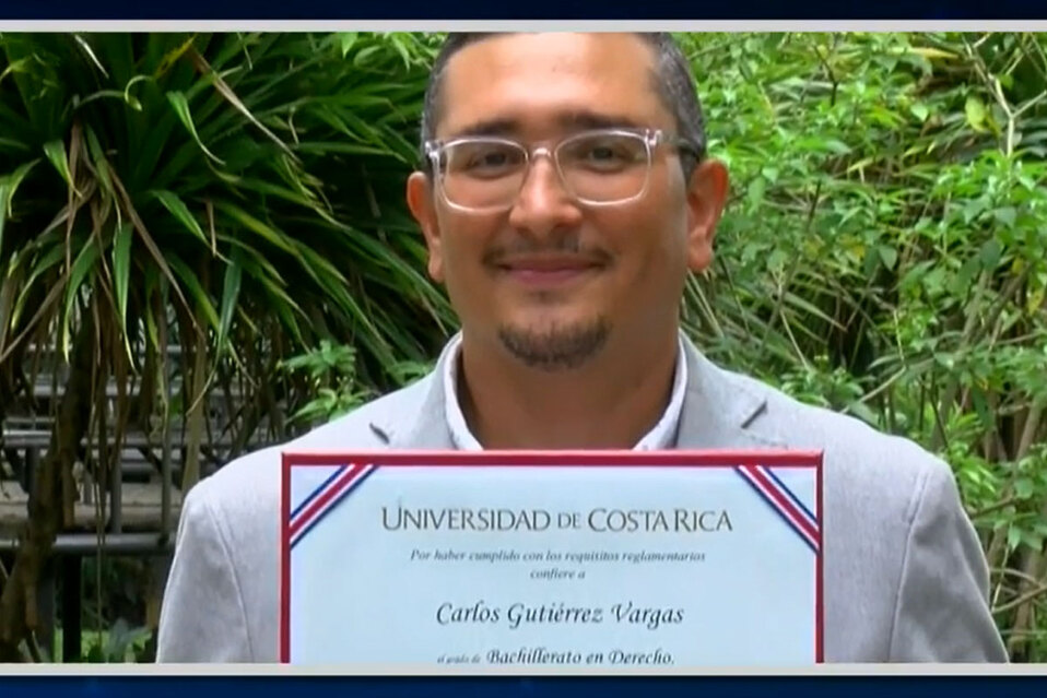 Por primera vez una persona sorda se gradúa de derecho en Costa Rica